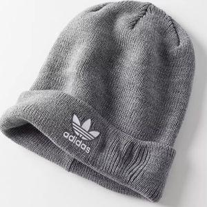 Adidas trifoil beanie